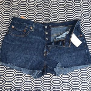 NWTs LEVIS • 501 Straight Leg Button Fly Shorts